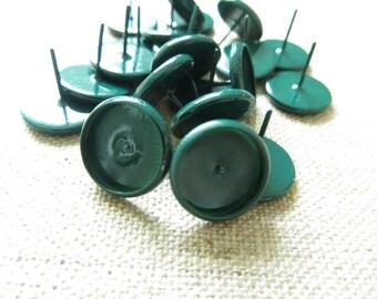 2 earrings 12mm emerald green metal chip