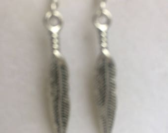 pair of earrings Tibetan silver feather pattern