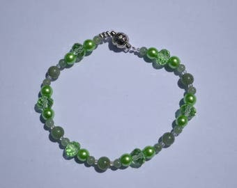 Green beaded bracelet with aventurine