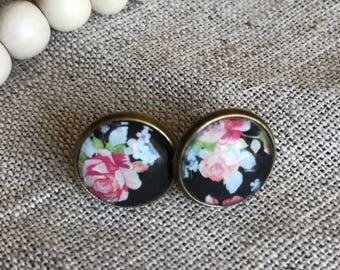 Stud earrings: Black Floral