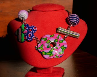 Round neck with colorful flowers