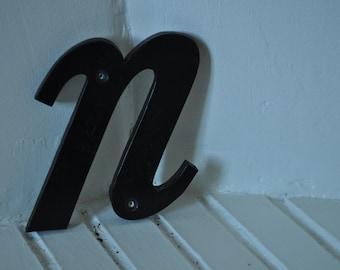 """Letter """"n"""" vintage sign"""