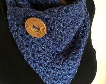 Crochet scarf/cowl with button