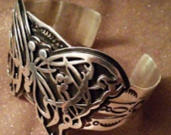 Costumized butterfly ring with arabic calligraphy