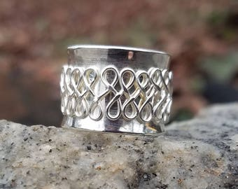 Filigree Meditation Ring - size 5 1/2
