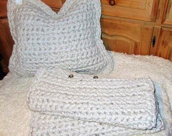 White pillow cover crochet pillow crochet Kissenhülle pillow upholstery pillow, even crochet made of textile yarn, cushion cover. Even crocheted