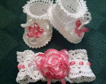 Сrocheted baby booties and a patch on the head for newborn girls