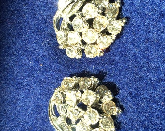 Vintage clip on rhinestone style earrings