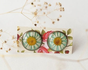 Earrings with daisies