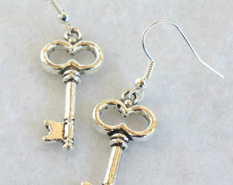Silver Key Earrings   SE176