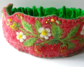 Strawberry Birthday Crown: Wild Strawberries Waldorf Inspired Felted Wool Crown (Custom Made, Summer Crown or Photo Prop)