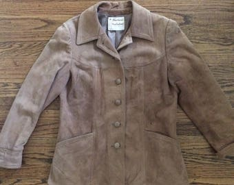 Vintage womens 1970's/80's tan suede leather jacket/blazer. Size S/M