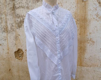 Vintage 1970/70s white romantic blouse eyelet embroideries  size L/XL