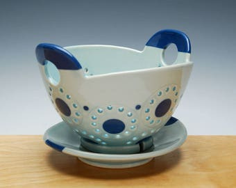 Berry Bowl & Saucer set in Frost Gloss w. Navy Blue detail