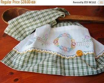 ON SALE Vintage Linen Tea Towel | Kitchen Towel | Dish Towel | Retro Flowers Embroidery | Vintage Crochet - Button | Spring Green White Chec