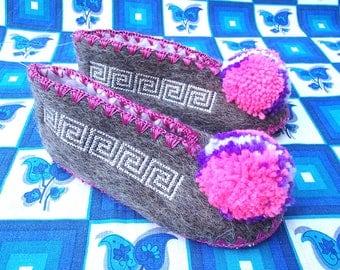 Kids Greek Slippers Size 28 / UK10 / wool / pompom / leather