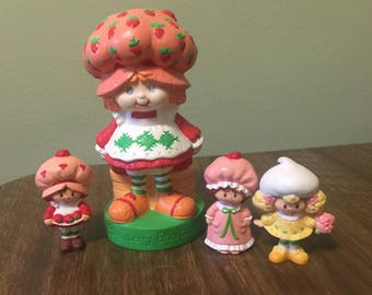 Vintage Strawberry Shortcake Doll Figures 4 Figurines Dolls LIKE NEW CONDITION