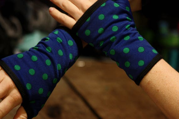 Short cuff/mittens, blue with green polka dots lined Lycra cotton jersey