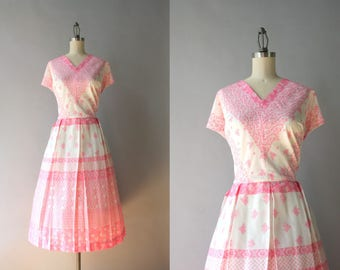 1950s Dress / Vintage 50s Pink Printed Day Dress / 50s Full Pleated Skirt Pink and White Floral Dress xl extra large