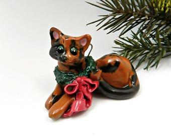 Tortoiseshell Cat Christmas Ornament Figurine toy mouse Porcelain