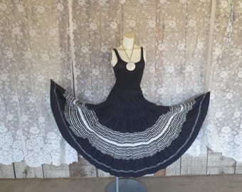 Vtg Circle Skirt / Mexican Design / Mexican Full Circle Skirt Ric Rack / Black with white silver design