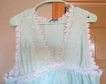 Vtg Mint Green Christian Dior Gown   Dior Jrs Nightgown   Loungewear   Size Medium / satin nylon / mint green floor length gown