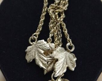 ON SALE Pretty Vintage Gold tone Leaves, Chain, Repurpose, Supplies, Upcycle, Destash (L17)
