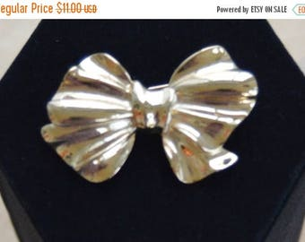 ON SALE Pretty Vintage Gold tone Bow Brooch