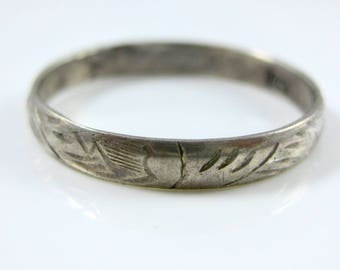 Size 9 Vintage Etched Sterling Silver Ladies Promise Ring