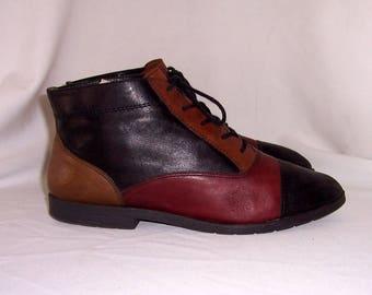 Sz 10 Women Vintage Multi color leather 1990s flat lace up granny ankle boots.