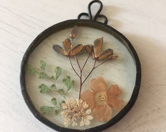 """1980s Glass Medallion Pressed Dried Flowers 1.5"""" Dia"""