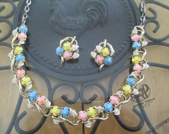 Vintage costume jewelry  / thermoset necklace and clip on earrings