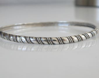 Vintage Unsigned Beau Sterling Silver 925 Art Deco Geometric Design Bangle Slip On Stack Layer Bracelet