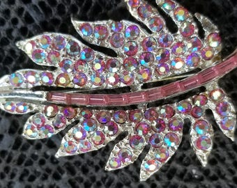 Vintage pin leaf pink rhinestone pin jewelry