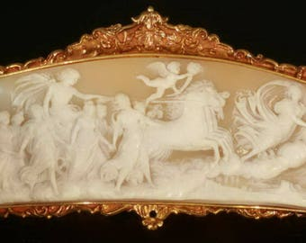 Unique French antique collector item in 18k yellow gold engraved miniature cameo depicting ceiling fresco from Guido Reni