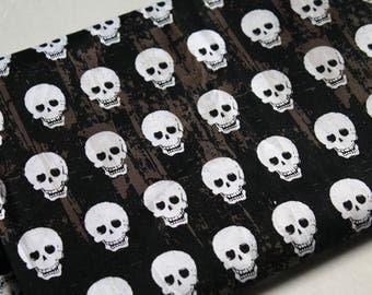 Destash Fabric, Riley Blake Geekly Chic, Geekly Skulls | halloween | gothic | black and white