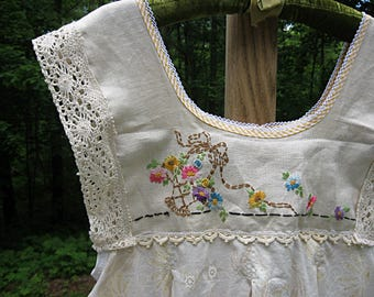 Embroidered tunic top, jumper, cottage chic, prairie style, romantic bohemian, medium-large, Lily Whitepad
