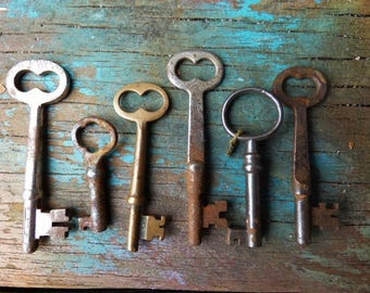6 vintage Skeleton Keys antique keys Rustic door cabinet hardware salvage jewelry keys Supplies gothic steampunk Lot 3