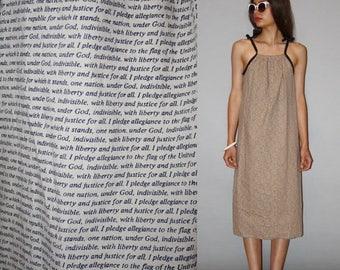 On SALE 35% Off - Vintage 1970s Cotton American Pledge of Allegiance  Novelty Dress  - Vintage USA  Dresses  - Cotton Dresses - WD0880