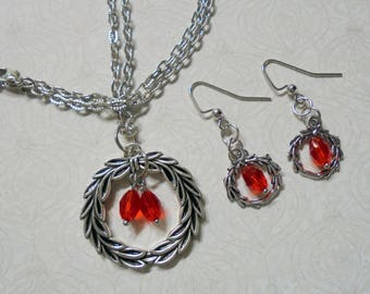 Red and Silver Christmas Wreath Necklace and Earrings (4030)
