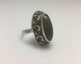 Large 1970s vintage modernist polish silver and green agate statement ring