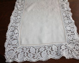 Linen Long Table Runner With Wide Needle Lace Antiqque Off White