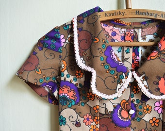 Floral hippie 70ies Summer dress Crimplene Boho dress, purple colorful floral short sleeve mini dress size S M