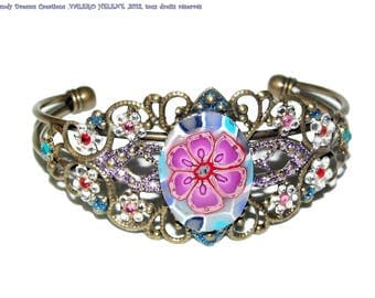 Bracelet bronze chiseled, flower and rhinestone crystal of several colors, unique creation