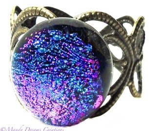 Round cabochon ring in dichroic glass mauve, fuchsia, purple, blue, light, handmade, unique piece