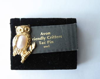Avon FRIENDLY CRITTERS Owl Tac Pin. Gold plated metal, faux pearl.