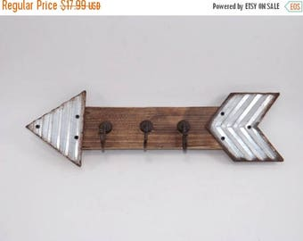 ON SALE Metal / Wood Arrow Wall Hook / Arrow Decor / Metal Arrow / Corrugated Tin /Rustic Arrow