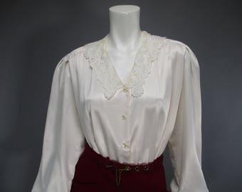 Plus Size 80s Blouse - Ivory Satin  Blouse - Romantic Style - Puff Sleeve - Lace Collar - Pleated Blouse - Secretary Blouse 1980s