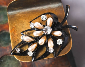 Vintage metal brooch with glass pearls and rhinestones