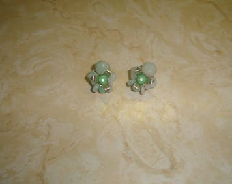 vintage clip on earrings seafoam green lucite bead clusters silvertone